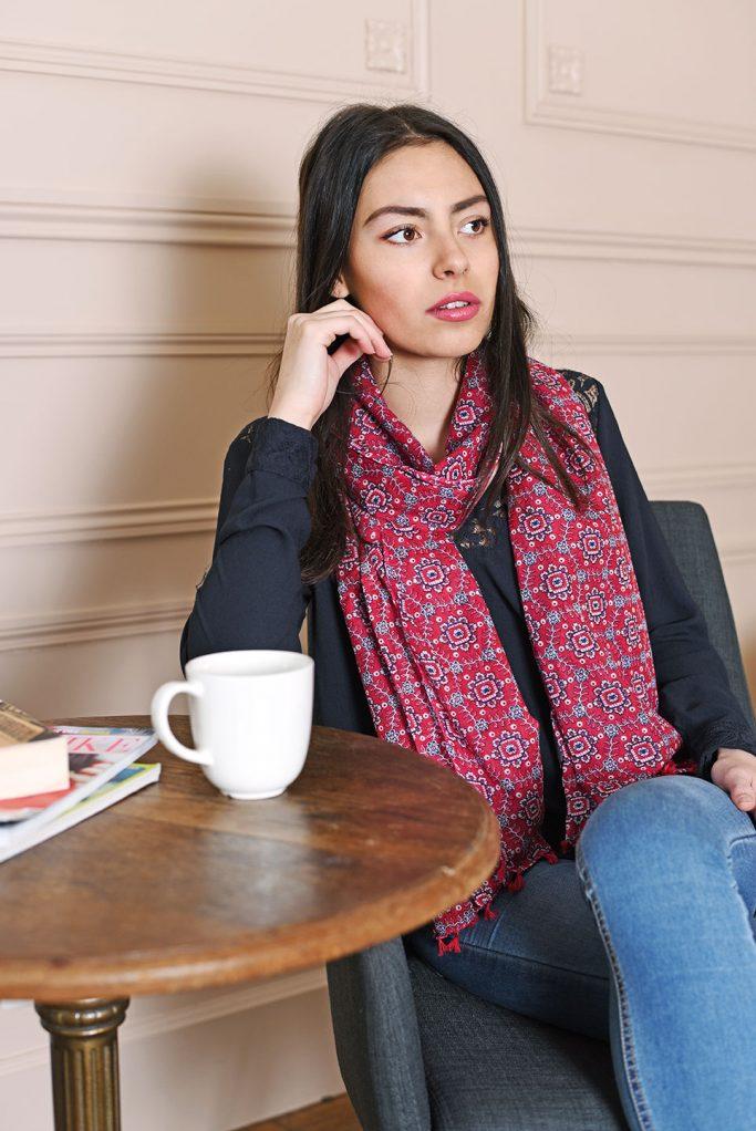 http://chantier.allee-du-foulard.fr/wp-content/uploads/2018/03/0660-ADF-Accessoires-de-mode-LB-Cheche-indie-rouge-2-683x1022.jpg