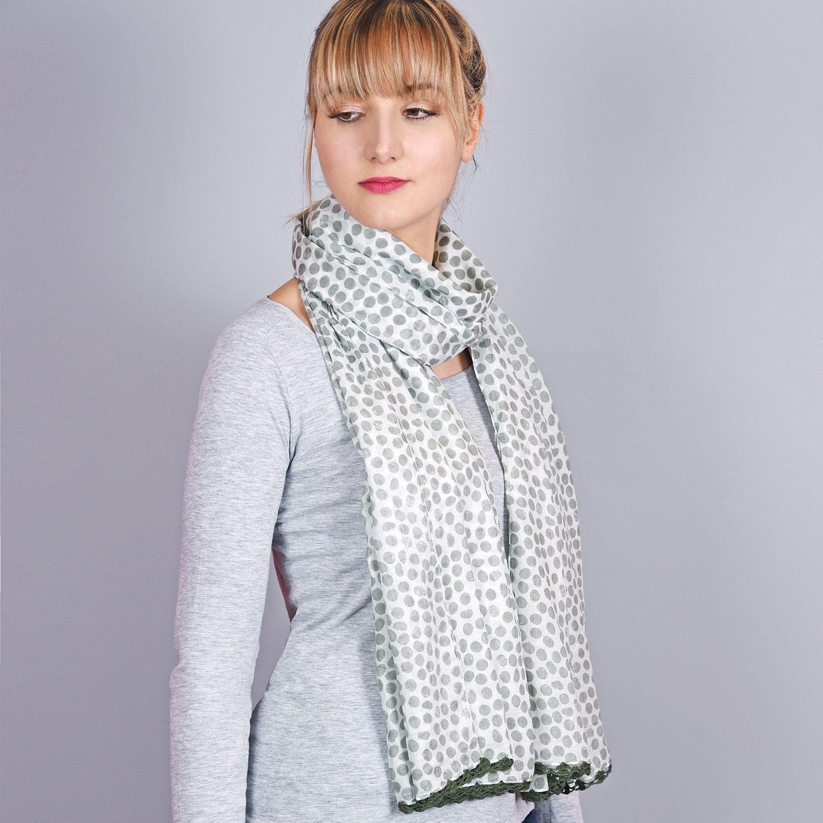 http://chantier.allee-du-foulard.fr/wp-content/uploads/2018/04/AT-04318-VF16-1-cheche-pois-gris-vert-1600x1600.jpg